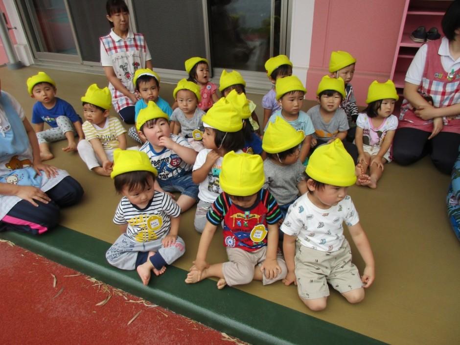 プール開き6月14日 ひばり組さんも楽しくプール遊びをします。