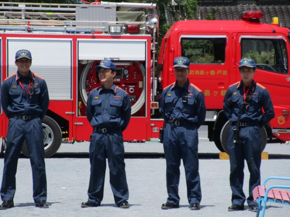防火講習6月20日 消火訓練、煙中訓練、消防車の説明をしていただきました坂鶴消防のイケメンのお兄さんたちです。
