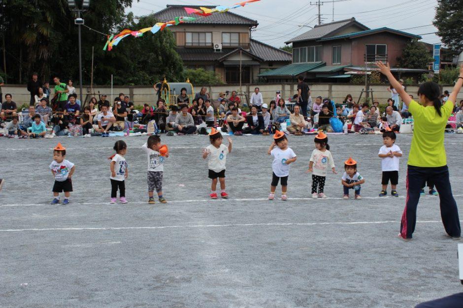 28年運動会が開催されました 保育園部のお遊戯はカボちゃちゃでした。かわいかったですね。