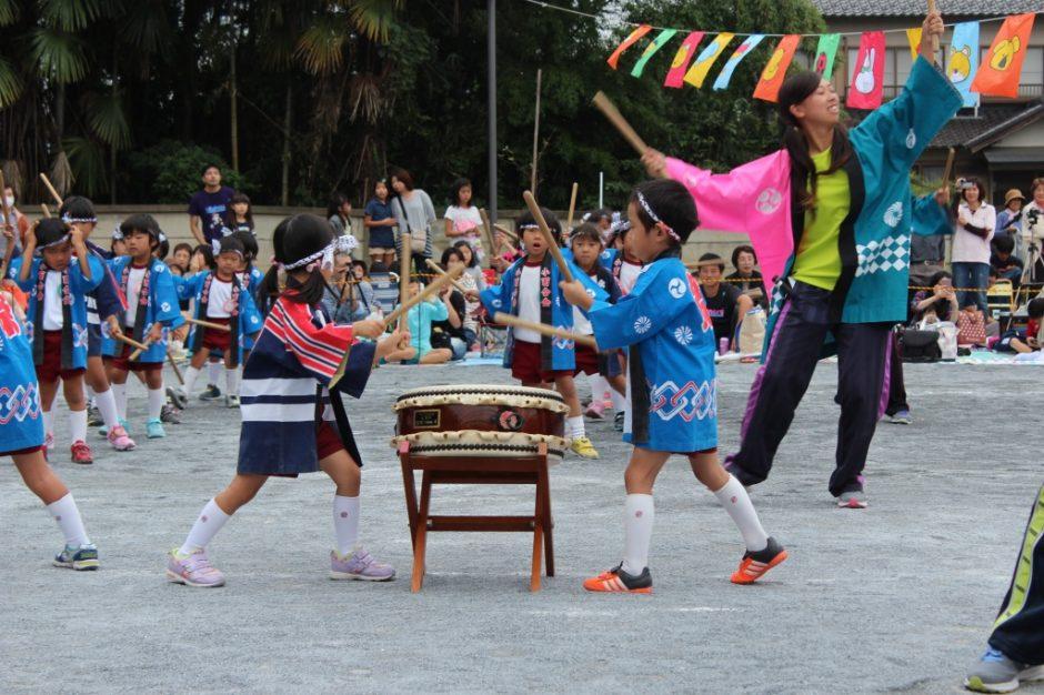 28年運動会が開催されました 暴れ太鼓は練習の成果が出て迫力ある太鼓演奏ができました。