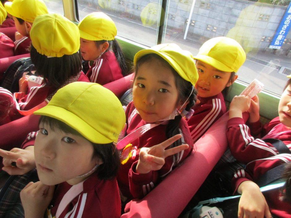 お別れ遠足 大宮鉄道博物館 鉄道博物館の行きのバスの中 きく組さんみんなワクワク