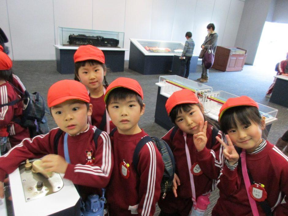 お別れ遠足 大宮鉄道博物館 ばら組さんも勉強中です。