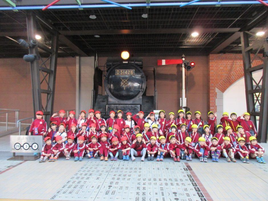 お別れ遠足 大宮鉄道博物館 ばら組さん 入口横のSL前での記念撮影