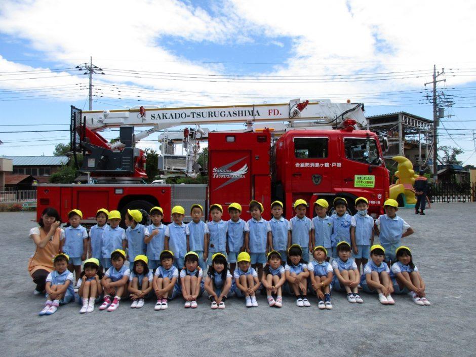 防火講習6月19日 はしご車の前で、きく組さん記念撮影