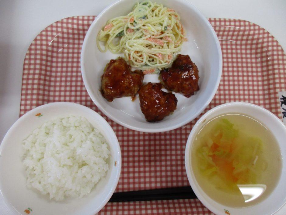 2月14日♪ハンバーグとスープのにんじんがハートの形でした(^^)