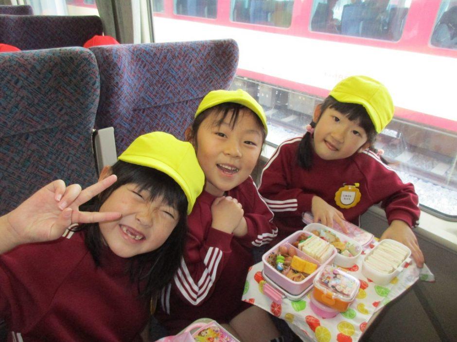 お別れ遠足 鉄道博物館へ行ってきました! 電車の座席で お弁当タイム♪