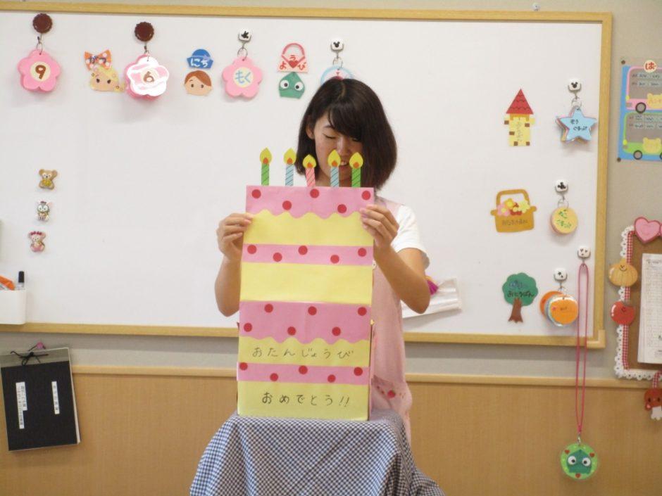 お誕生会 ボックスシアター「はこはこびっくりお誕生会」大きなケーキ、美味しそう!
