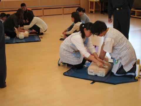 27年救急講習会 先生も講習を受けました。