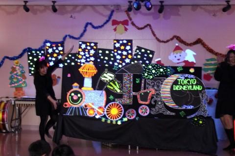 平成25年度 クリスマス会 ブラックシアター「エレクトリカル・パレード」とってもきれいでした!!