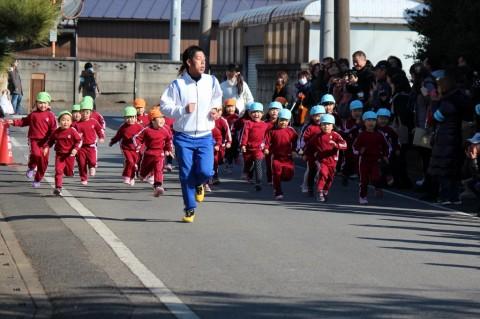 マラソン大会(1) さ~~!! まずはゆりぐみ女の子スタート!!★