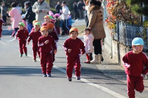 マラソン大会(1) どの子もみんな頑張って走ってます!