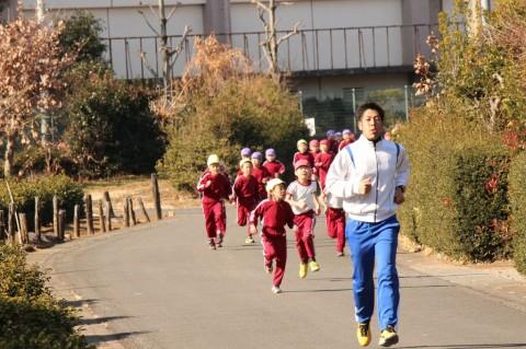 マラソン大会(2) しっかり先生について行ってますね!!