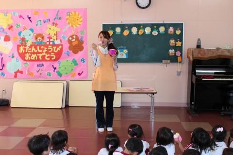歯みがき大会 今日は、「歯みがき大会」! まずは先生のお話をよく聞きましょう!
