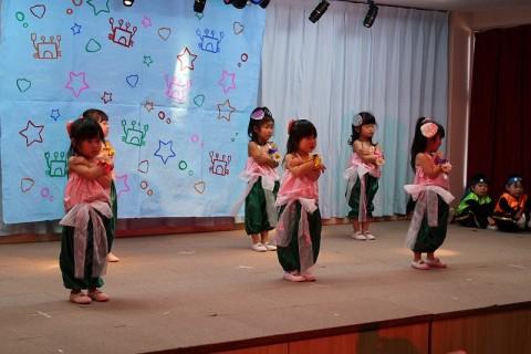 2015.2  ひな祭りおゆうぎ会(午前の部) もも2 おゆうぎ 女の子