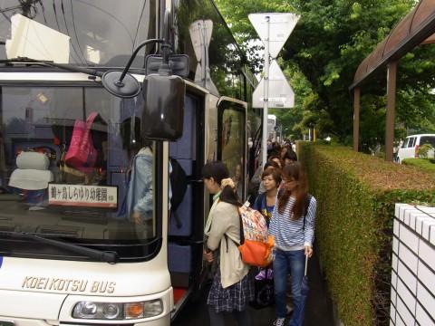 親子遠足 いよいよバスに乗車開始!