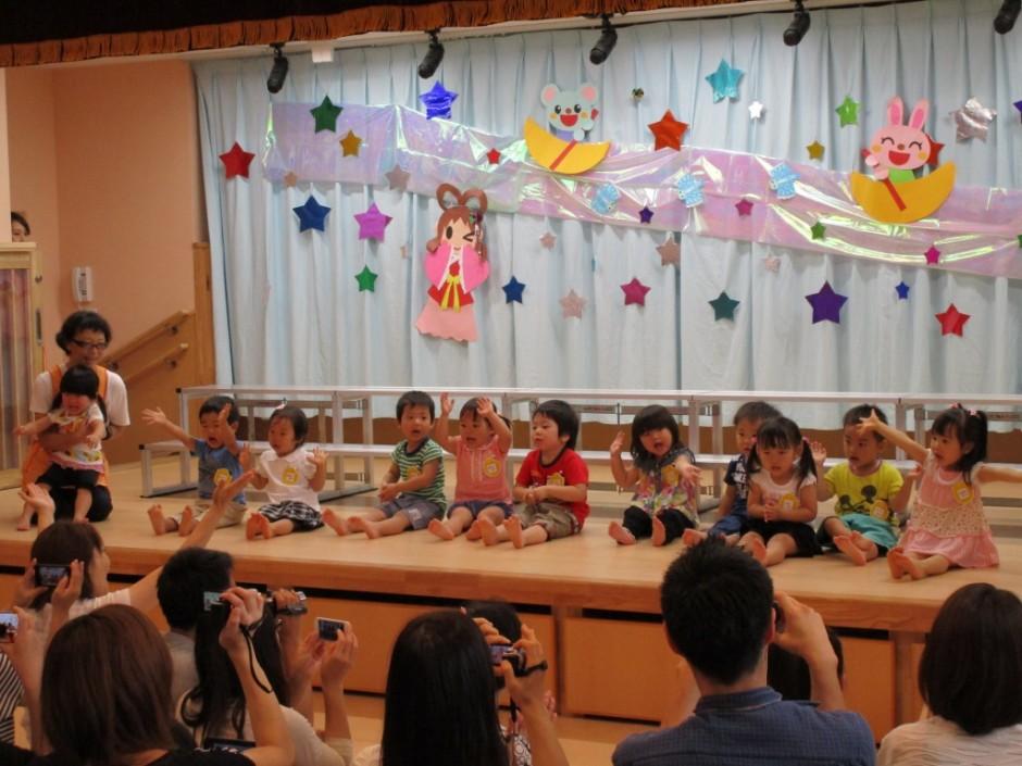 27年七夕お遊戯会 保育園ひばり組の歌海です。