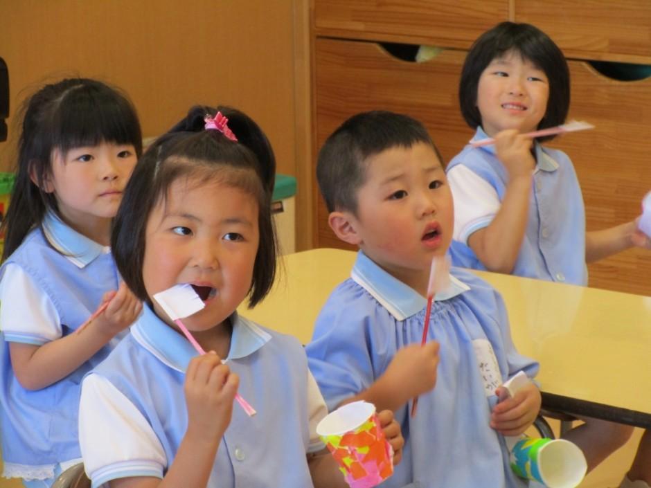 歯磨き大会6月3日 奥歯までしっかり磨こうね。
