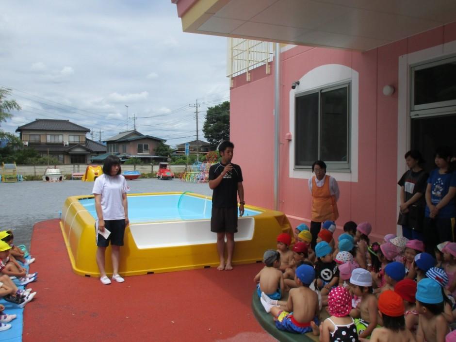 プール開き6月14日 体操の勝又先生にプールに入るうえでの注意事項を聞きました。