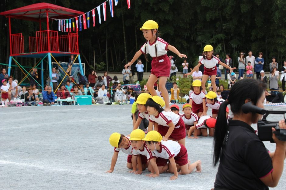 28年運動会が開催されました 組み体操も元気にみんながんばりました。