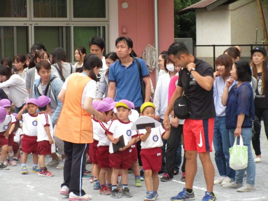 保育参観が行われました。6月7~9日 年少さんはかえるパクパクリレーを行いました。
