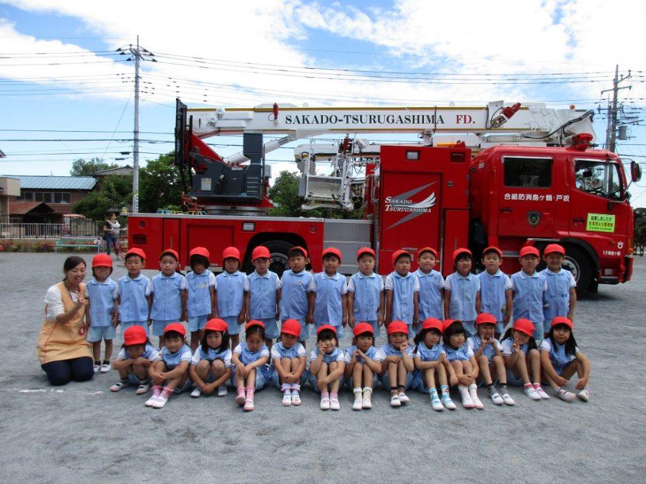 防火講習6月19日 はしご車の前で、ばら組さん記念撮影