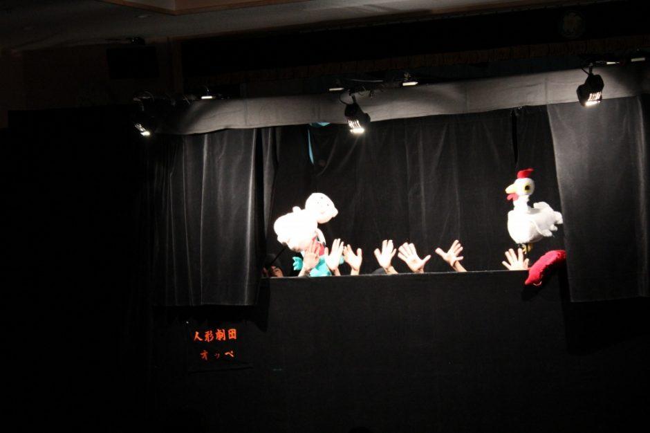 3月 お誕生会 今月のお誕生会は「劇団おっぺ」による人形劇を鑑賞しました。