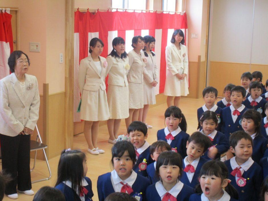 平成29年度 終業式 園歌斉唱。元気よく歌いました♪
