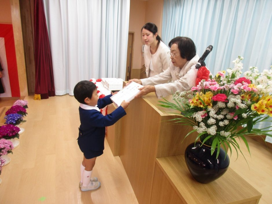 平成29年度 終業式 皆勤賞の表彰です。がんばりましたね!