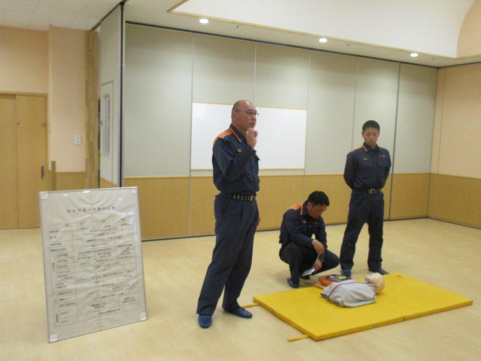 救急講習が行われました 緊急時における救命措置の方法を教えてくださいました。