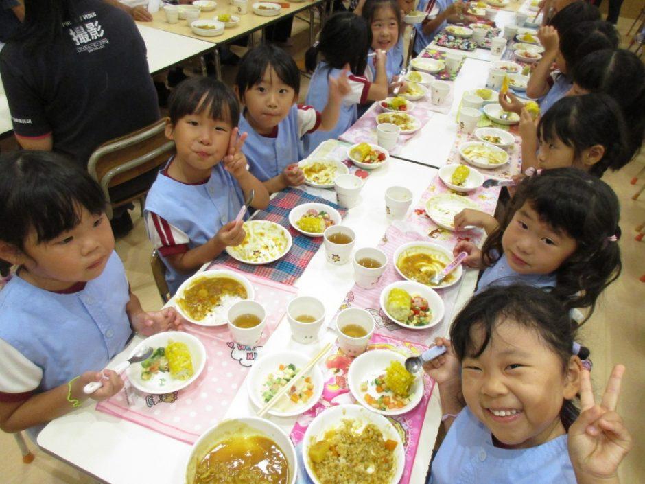 年長 お泊り保育 お夕飯はカレーライス☆みんなでモリモリいただきました。