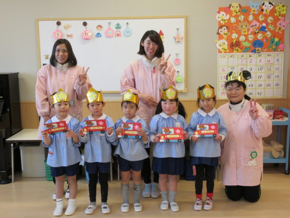 1月 お誕生会 年中さんはさくら組の5人とみゆき先生でーす♪