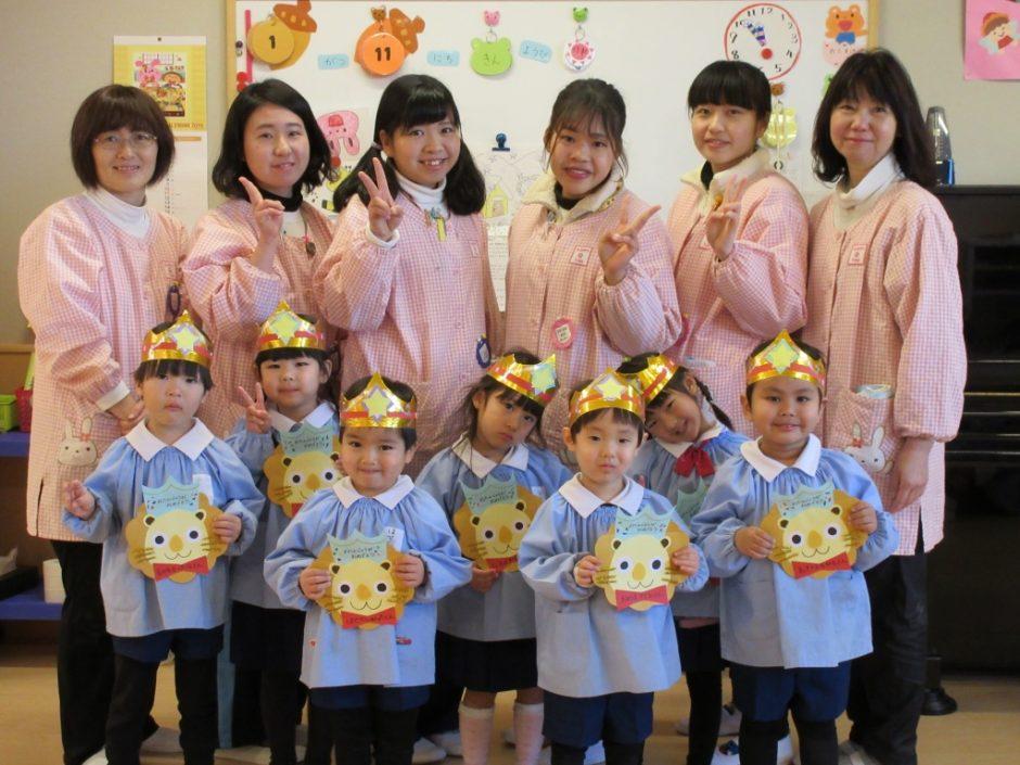 1月 お誕生会 年少さんはもも組の7人です(^^)