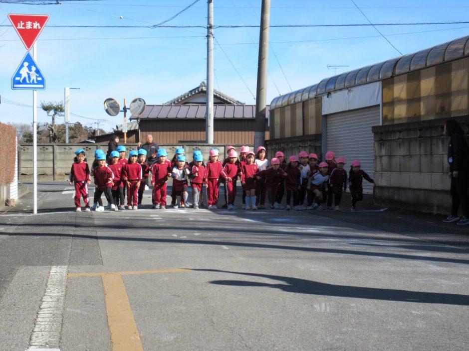 マラソン大会 風が吹くよく晴れた日にマラソン大会が行われました。