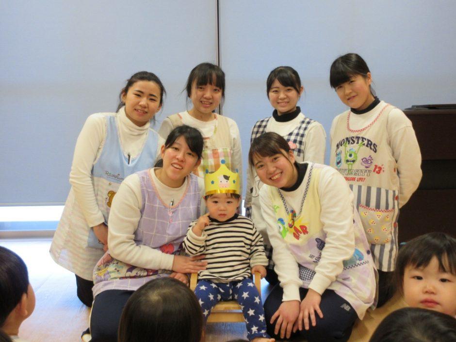 1月 お誕生会 保育園部はあひる組のおうすけ君!王冠が似合います☆