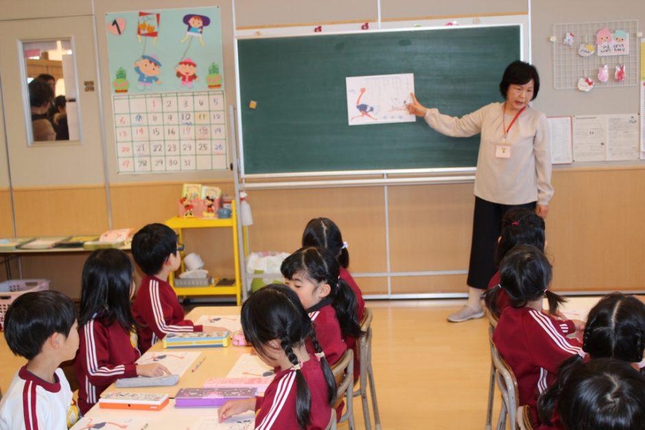 年長さん 英語・わくわく公開保育 きく組さんのわくわくタイムです。吉田先生お願いします!