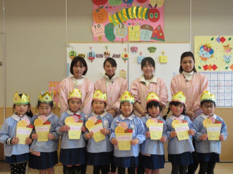 2月 お誕生会 年長さんは8人のお友達です!いっぱい♪