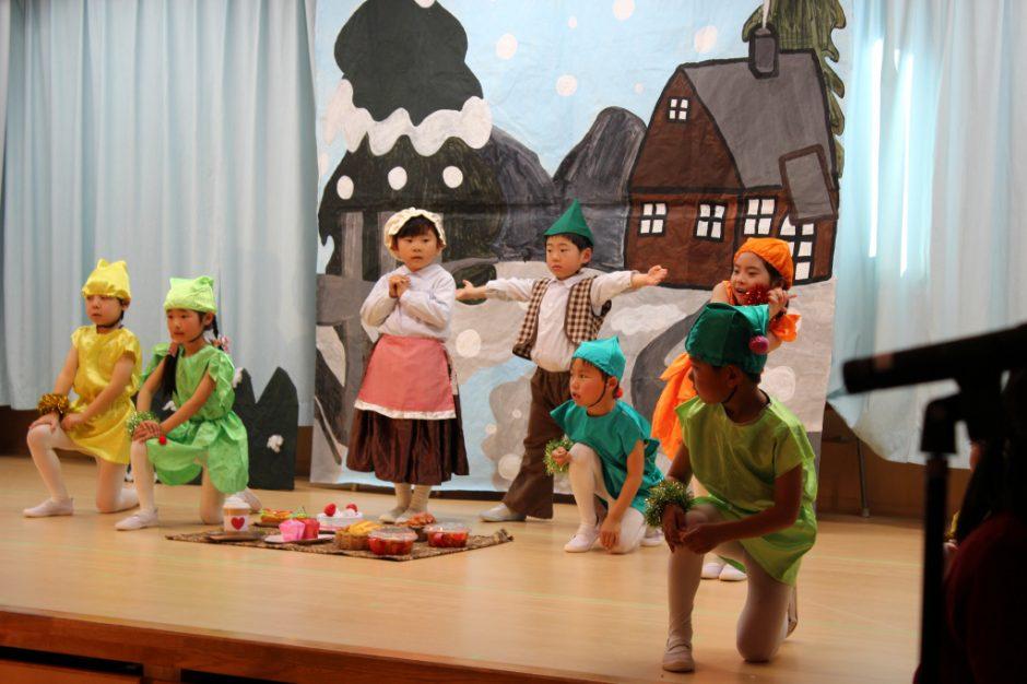 ひなまつりおゆうぎ会 午後の部 劇とゆうぎ ばら組ことば劇 「北風のくれたテーブルかけ」