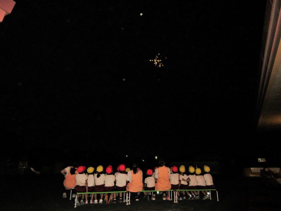 年長 お泊り保育 夜のお楽しみ、キャンプファイヤーと花火!きれいでしたね☆彡