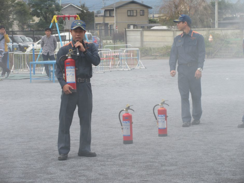 防火講習 消火器の正しい使い方を教えて頂きました。