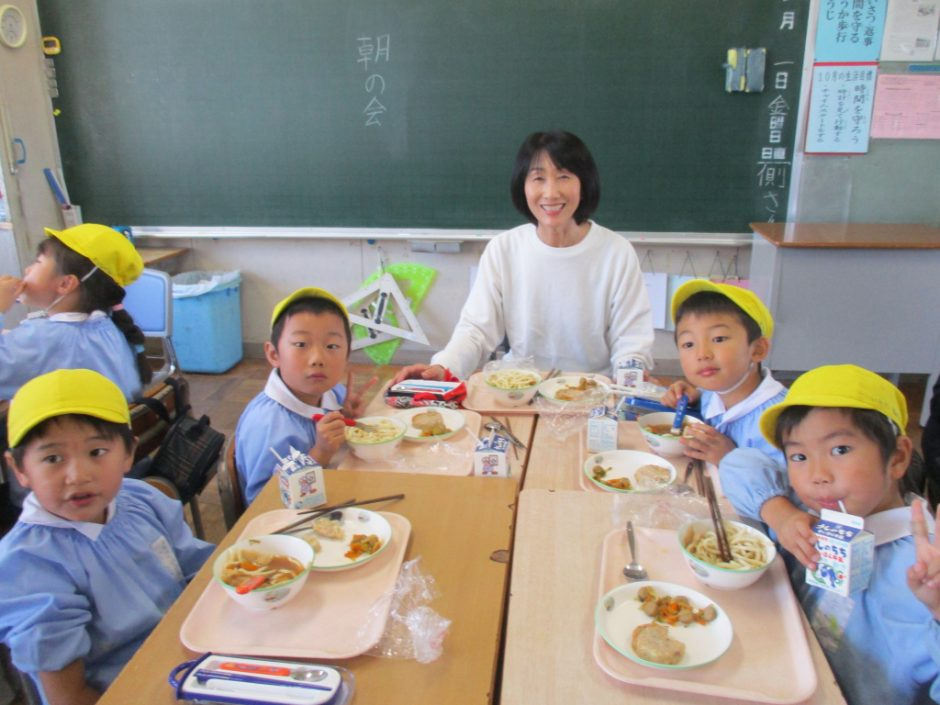 新町小学校交流会へ 園長先生も一緒にはいチーズ!!