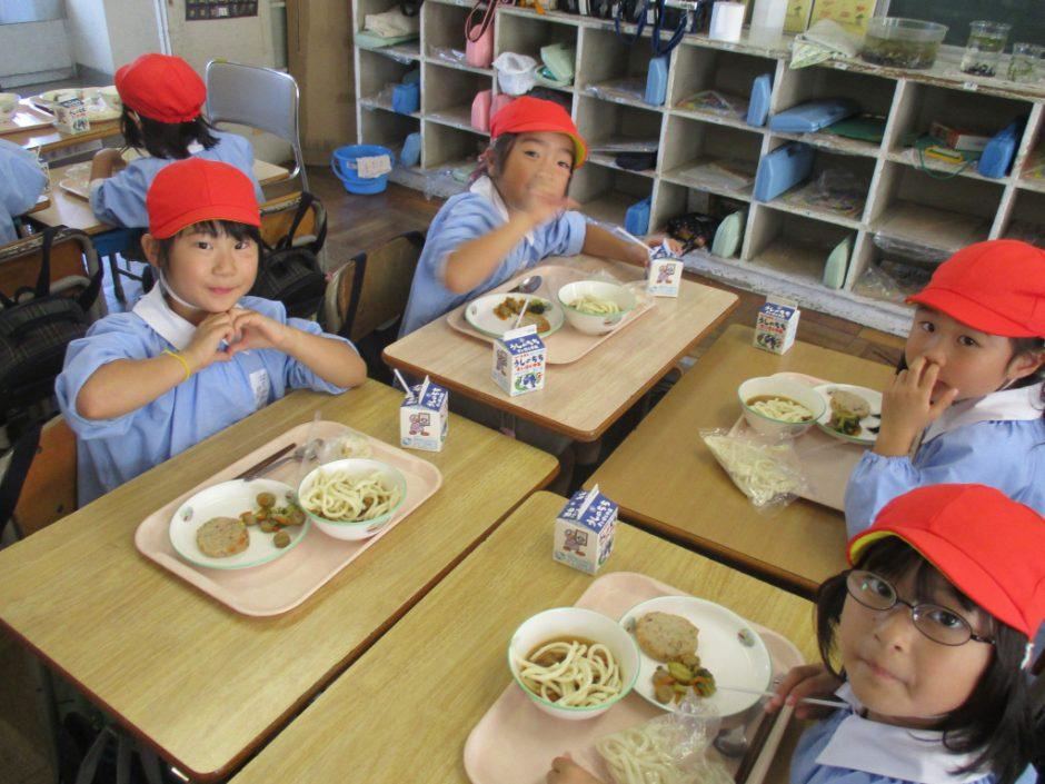 新町小学校交流会へ ちょっぴり1年生の体験ができましたね♪