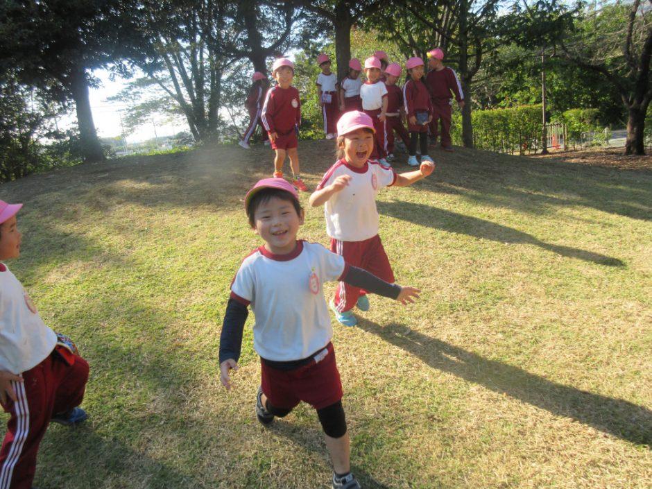 園外保育(年中・年少) 年中・年中さんは日高総合公園に行きました