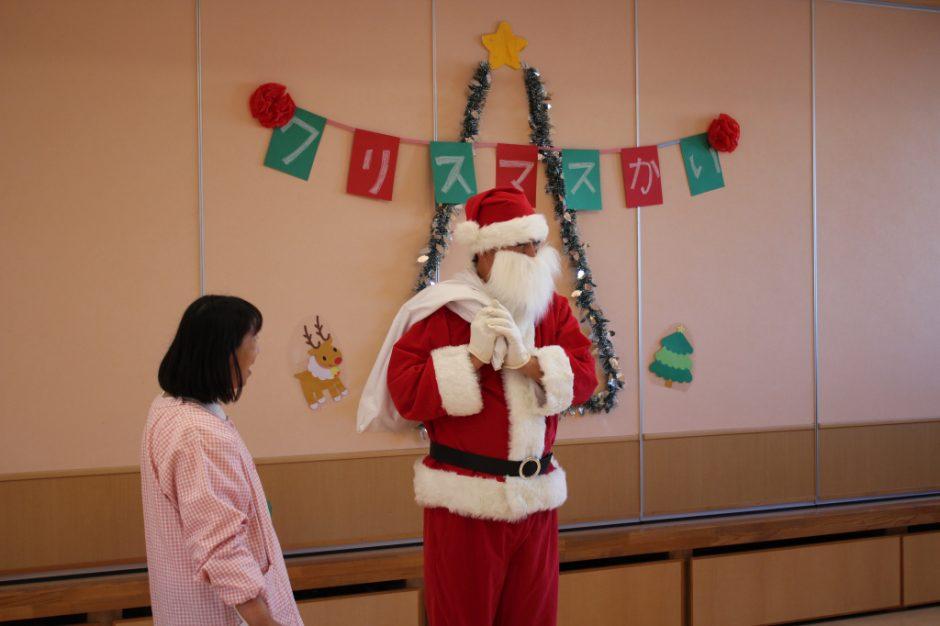 バンビクラブ クリスマス会 12日、バンビ1組のお友達のところへサンタさんが来てくれました(*´▽`*)