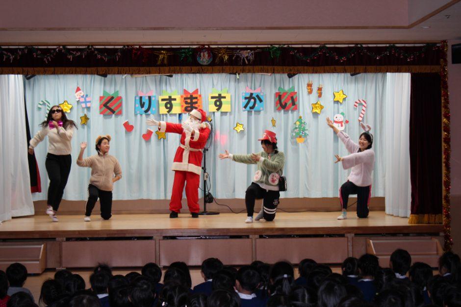 クリスマス会☆彡 先生もサンタさんもノリノリですね(^O^)