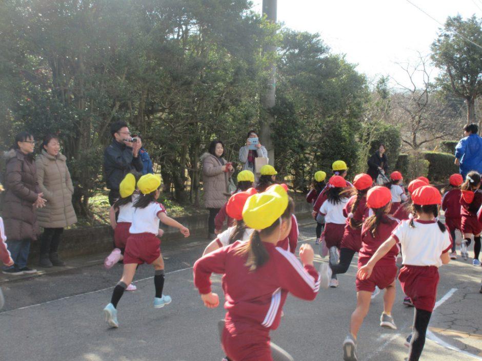 マラソン大会 たくさん練習した道を、一生懸命走ります。