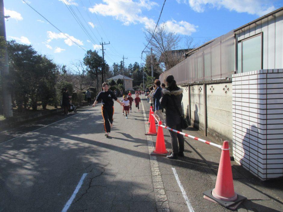 マラソン大会 先導の先生たちも、頑張って走りました(*^^)v