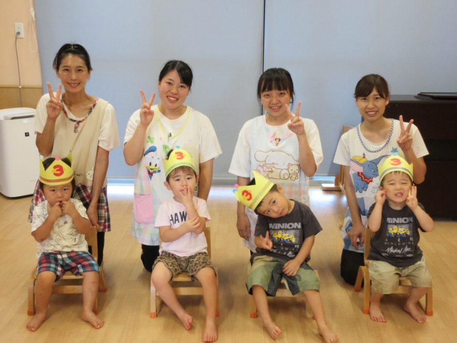8月 保育園部お誕生日会 8月21日に保育園部で4名のお友達のお誕生会が行われました♪
