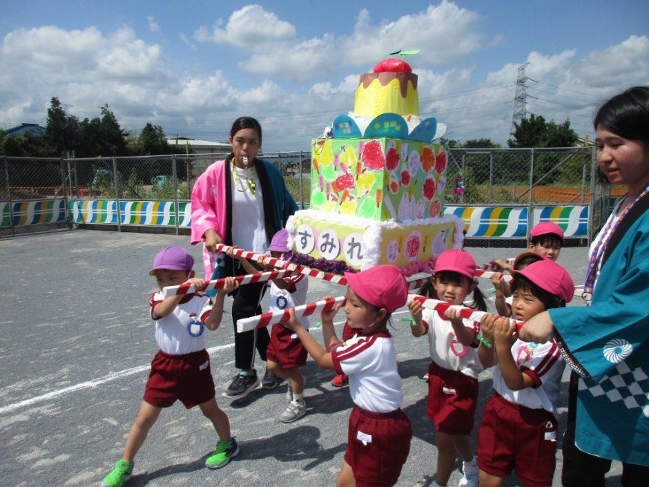 【幼稚園部】8/28に夏祭りを行いました♪ わっしょい、わっしょい!すみれ組さん、もも組さん、暑いけどへっちゃら!