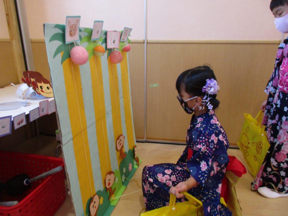 【幼稚園部】8/28に夏祭りを行いました♪ おさるくじ、景品は何が当たったかな?