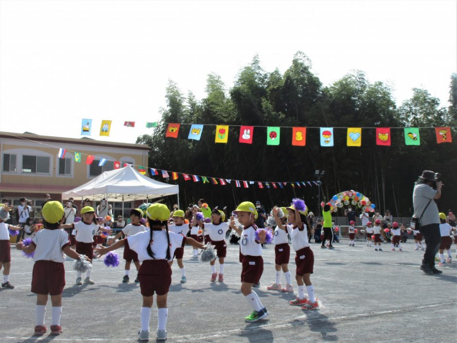 幼稚園部 運動会 ももとすみれのおゆうぎです♪元気いっぱい踊っています♪